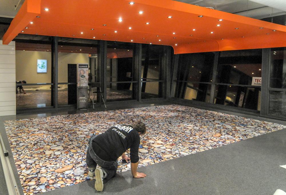 Foliering av gulv, gulldekor, gulvreklame